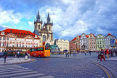 Bus in Old Town Square waiting tourists for guided tour of the main attractions of the city on September 9, 2013 in Prague — Stock Photo