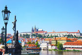View on the Prague gothic Castle and Charles Bridge above River Vltava, Czech Republic — Stock Photo