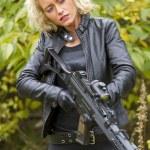 Sexy woman with machine gun — Stock Photo #14033116