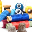 Thimble and thread — Stock Photo