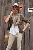 заинтересованные hipsted девушка с мешком — Стоковое фото