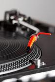 ターン テーブルの再生ビニール レコード — ストック写真