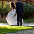 Young couple in the park after wedding — 图库照片