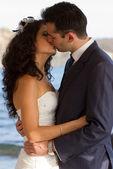 Par kissin under bröllopsdansen — Stockfoto