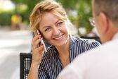 电话聊天的女商人 — 图库照片