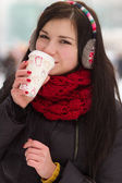 Gril drinking coffee in iwinter — Stock Photo