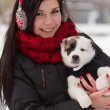 Foto Stock: Girl with puppy in winter
