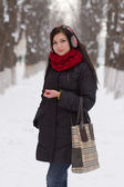 Girl walking outdoors in winter — Stockfoto