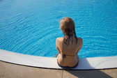 Sporty blond girl at the swimming pool — Стоковое фото