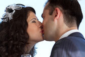 Sweet wedding kiss — Stock Photo