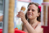 Little girl buying an ice cream — Stock Photo