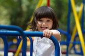 Menina, montando um carrossel — Fotografia Stock