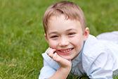 男の子の屋外の肖像画 — ストック写真