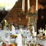 Festival partisi ya da akşam yemeği için ayarlanan tablo — Stok fotoğraf