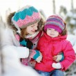 Young mother and her daughter at winter — ストック写真