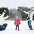 Happy family and a cat on a winter day — Stock Photo #13727017