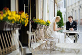 Bride and groom at outdoor cafe — Foto de Stock