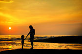 Pregnant mother and a child by the sea — Stock Photo