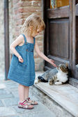 Adorable happy little girl and a cat — Stock Photo