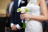 Bride holding flowers at the wedding ceremony — Stock Photo