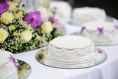 Delicious white wedding cake — Stok fotoğraf