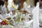 Tabulka pro slavnostní večírek nebo večeře — Stock fotografie