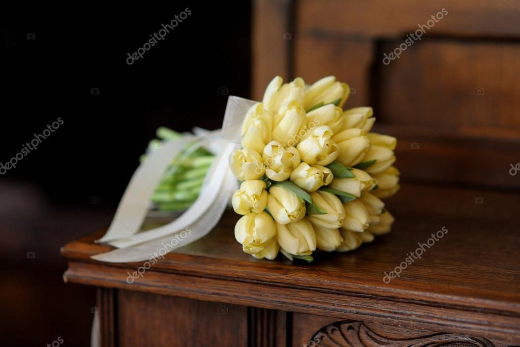 Wedding bunch of yellow tulips on the wooden bench — Stock Photo #13725044