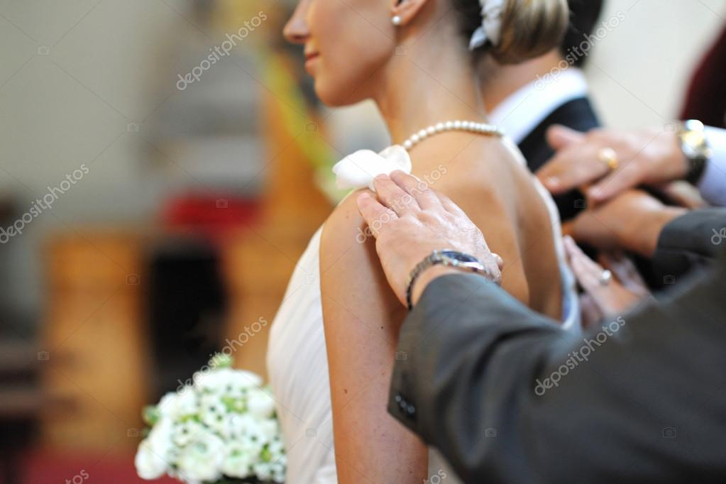 Parents blessing bride and groom during a wedding ceremony — Stock Photo #13727264