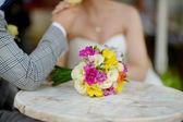 Krásné barevné svatební kytice — Stock fotografie