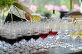 Hälla vin i ett glas — Stockfoto