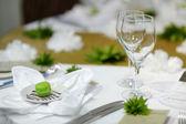 Tavolo apparecchiato per un partito di evento — Foto Stock