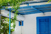 Typical greek white and blue courtyard — Stok fotoğraf