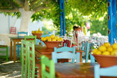 A dish of lemons in typical greek outdoor cafe — Stock fotografie