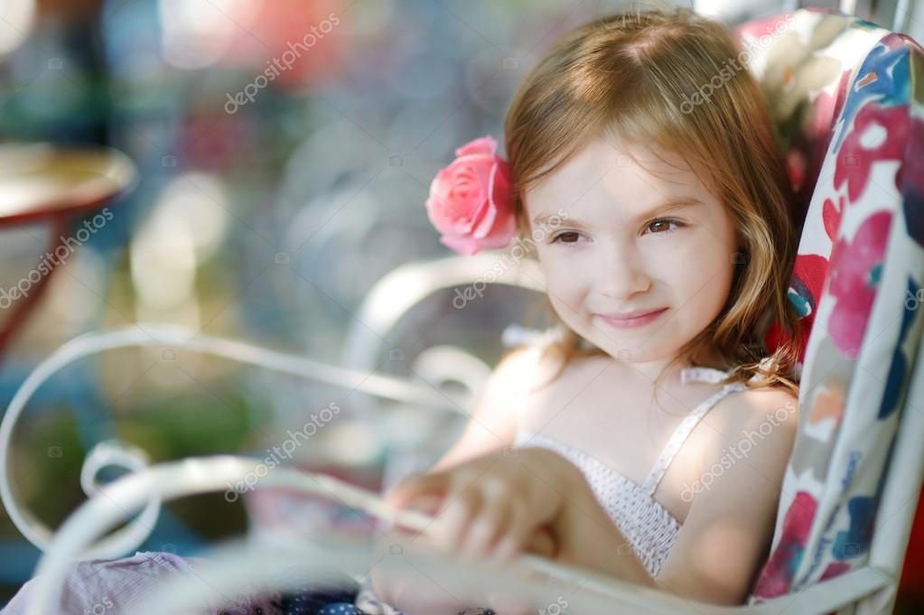 可爱的小女孩画像 — 图库照片 #43455307