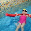 Little girl learning to swim with pool noodle — Stock Photo #43462913