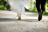 невеста и жених ноги — Стоковое фото