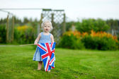 可爱的小女孩,与联合王国旗帜 — 图库照片