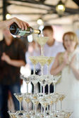 Pouring champagne into glasses — Stock fotografie