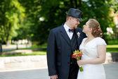 Noivo e noiva feliz — Foto Stock