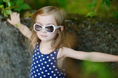 Adorable girl portrait outdoors — Zdjęcie stockowe