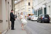 Happy bride and groom enjoying themselves — Stockfoto