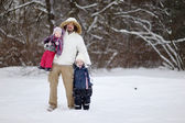 Young father and his girls on winter day — Stockfoto