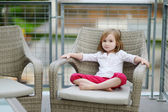 Adorable little girl's portrait outdoors — 图库照片