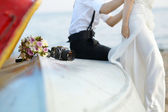 Bride and groom on a beach — Foto de Stock