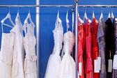 Pár krásných svatebních šatů — Stock fotografie