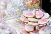 Soubory cookie s květinami a motýli — Stock fotografie