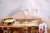 Deux verres de champagne et de perles — Photo