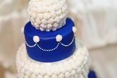 Blue wedding cake decorated with flowers — Stock Photo