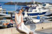Beautiful bride posing in a harbor — Foto de Stock