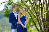 Young beautiful couple having fun in a park — Stock fotografie